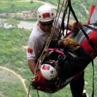 Un-bombero-rescatando-a-una-pe_54428519070_51351706917_600_226